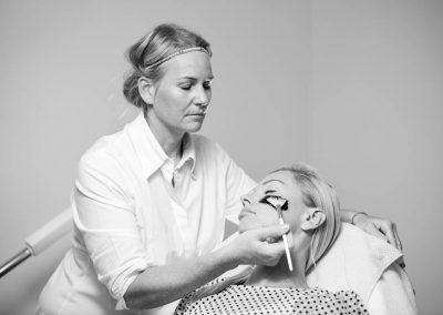 i-Tüpfelchen Kosmetikbehandlung
